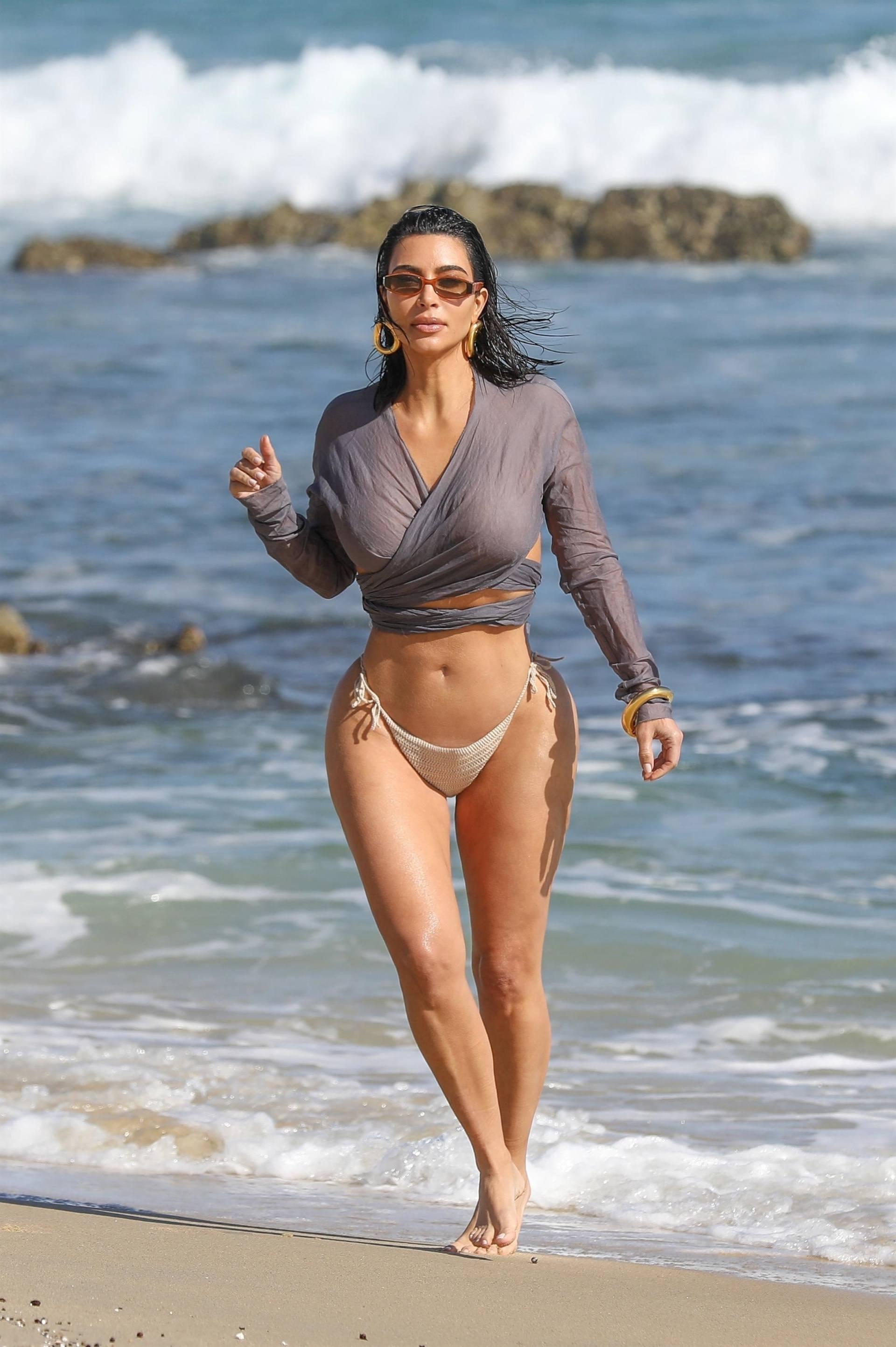Kim Kardashian u seksi bikiniju - fotografija 10