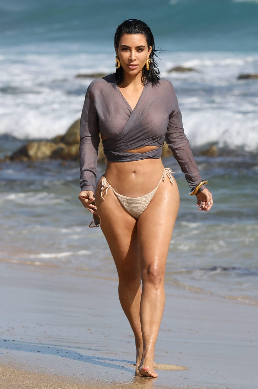 Kim Kardashian u seksi bikiniju - fotografija 03