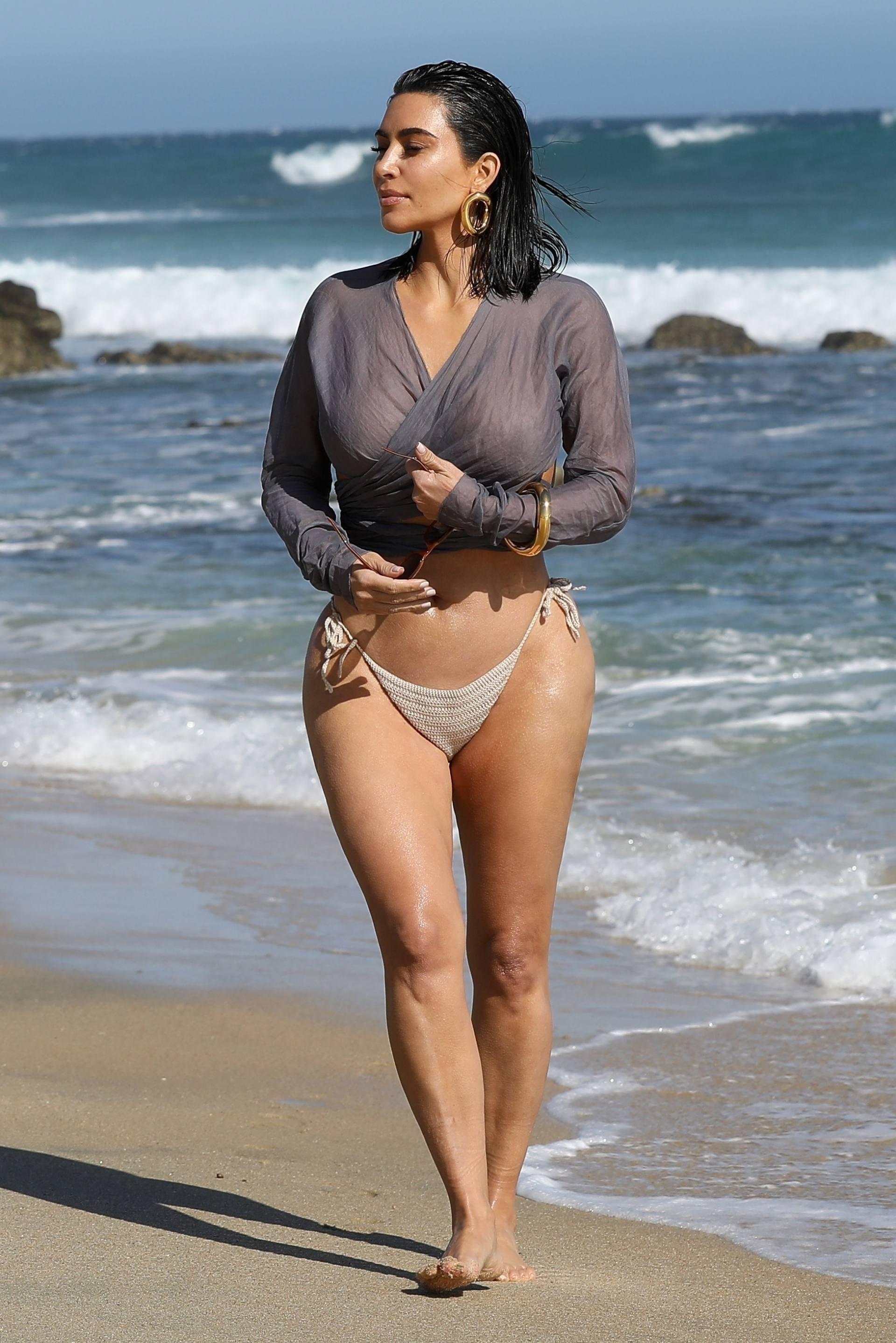 Kim Kardashian u seksi bikiniju - fotografija 04