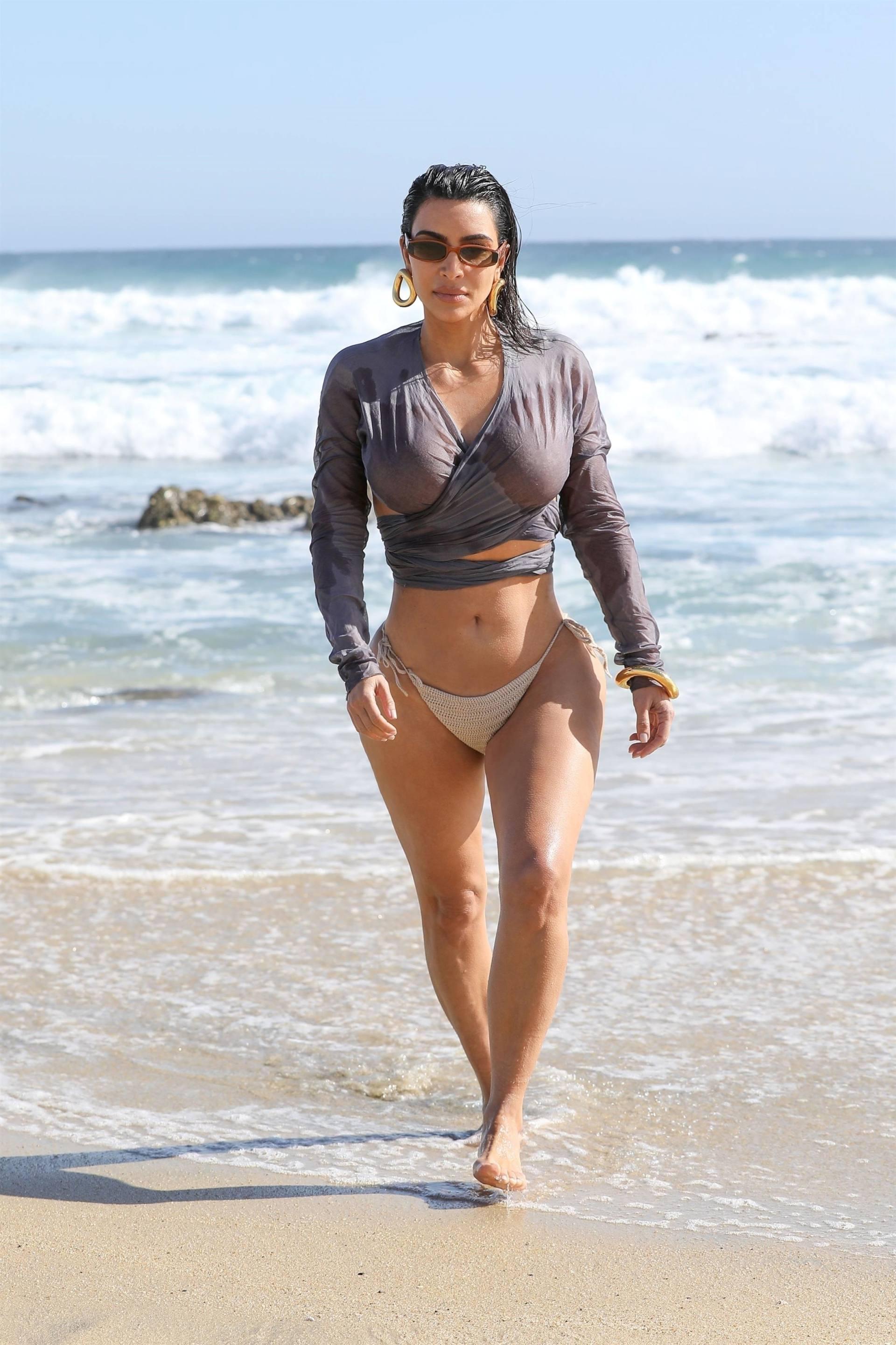 Kim Kardashian u seksi bikiniju - fotografija 05