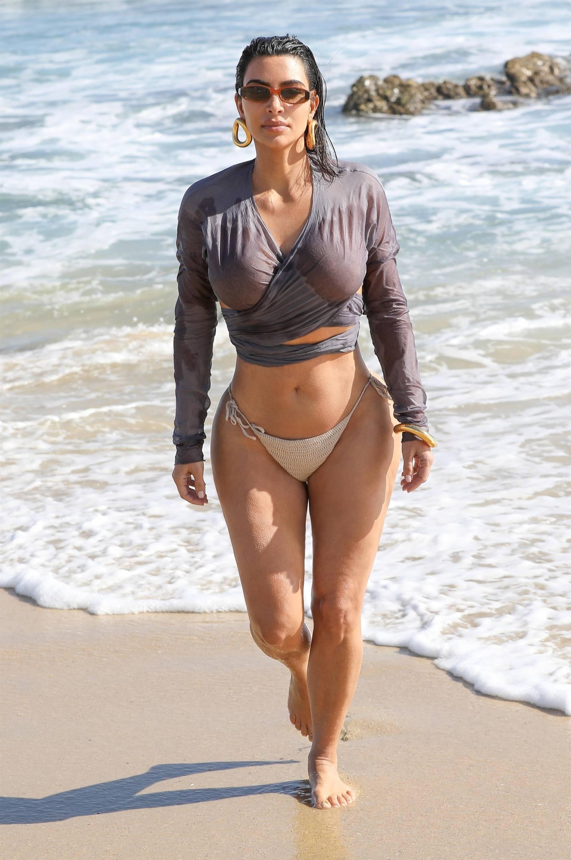 Kim Kardashian u seksi bikiniju - fotografija 06
