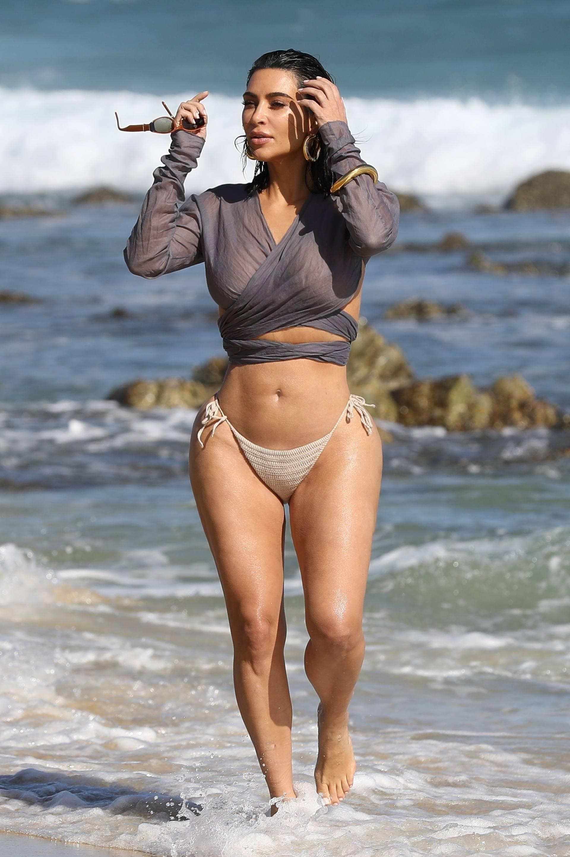 Kim Kardashian u seksi bikiniju - fotografija 07