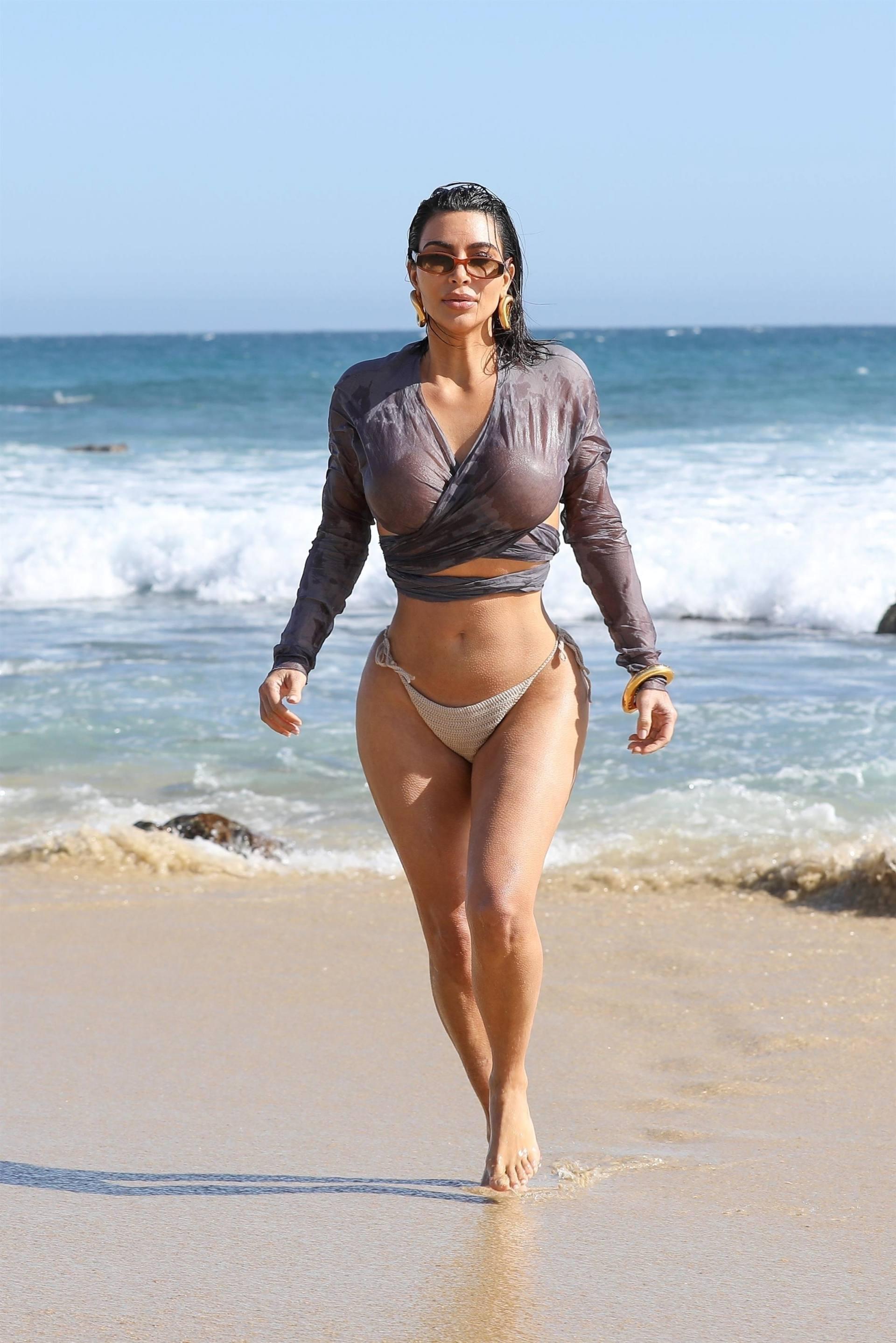 Kim Kardashian u seksi bikiniju - fotografija 08