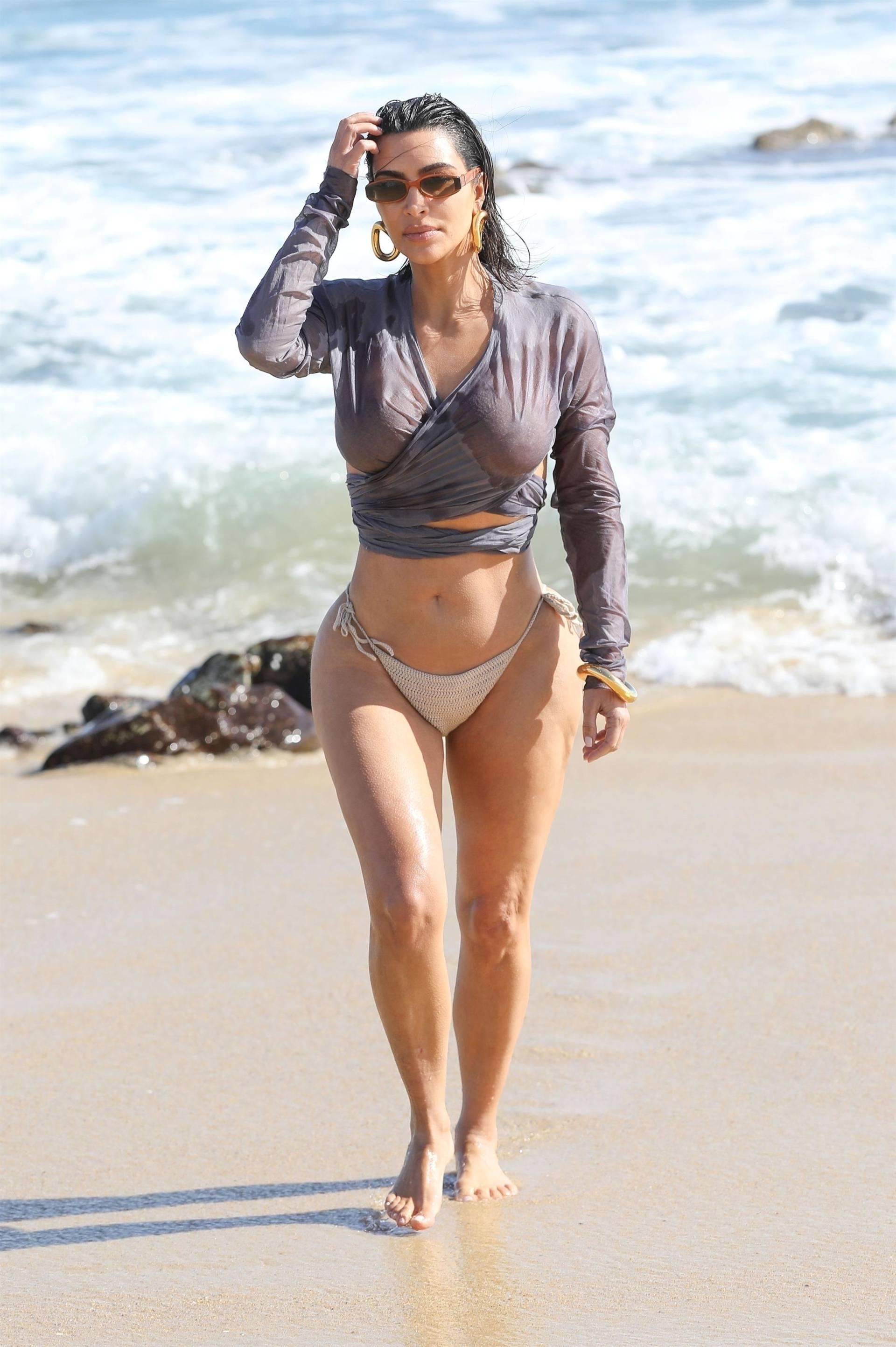Kim Kardashian u seksi bikiniju - fotografija 09