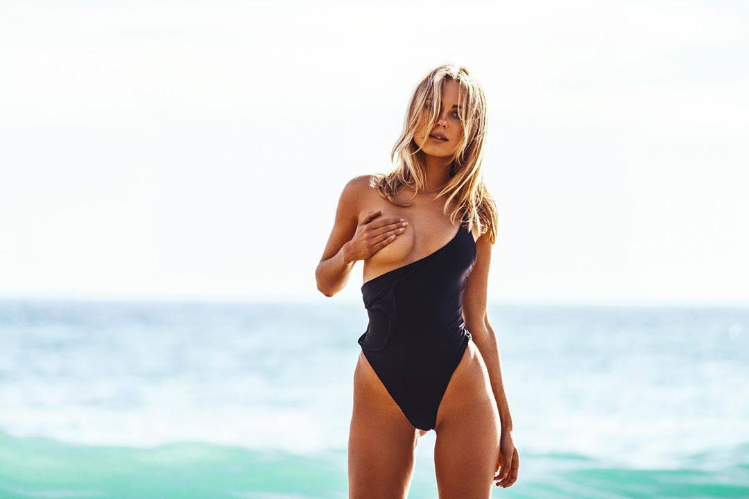 Kimberley Garner Topless Boob