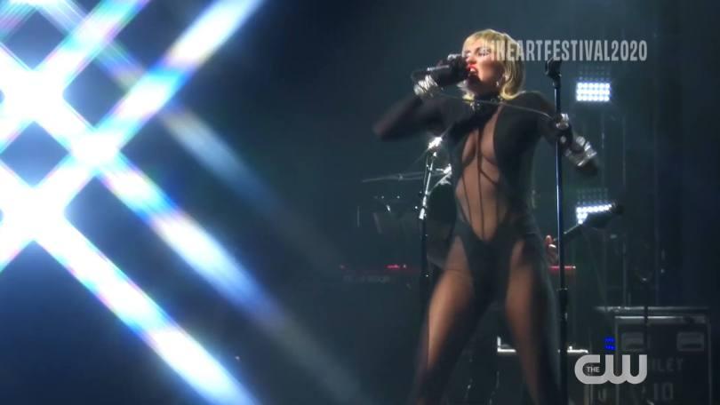 Miley Cyrus Sexy Performance