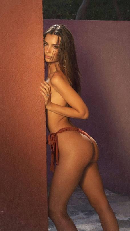 Emily Ratajkowski Fantastic Ass
