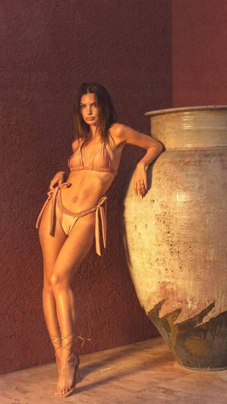 Emily Ratajkowski Sexy In Bikini