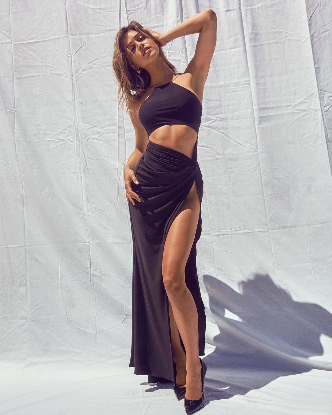 Gigi Paris Sexy Legs