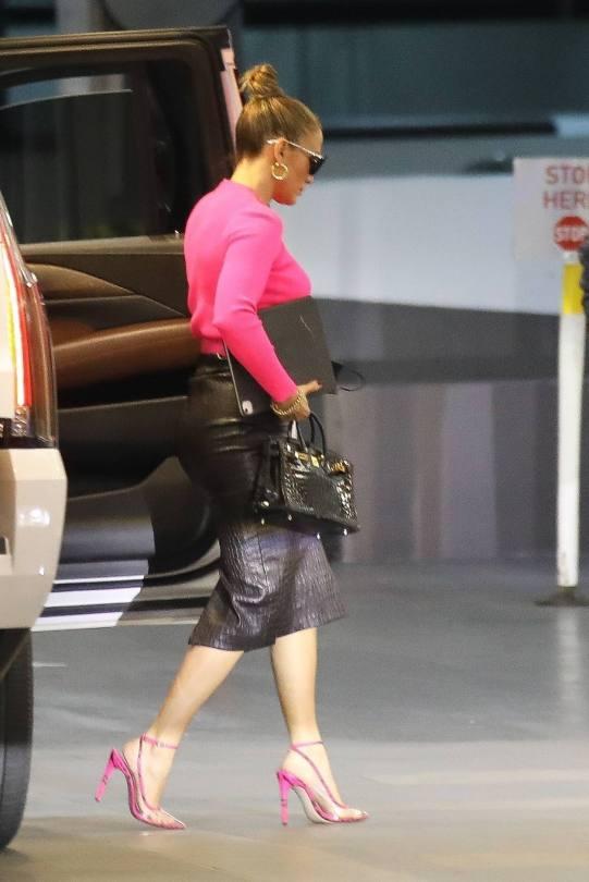Jennifer Lopez Sexy In Skirt