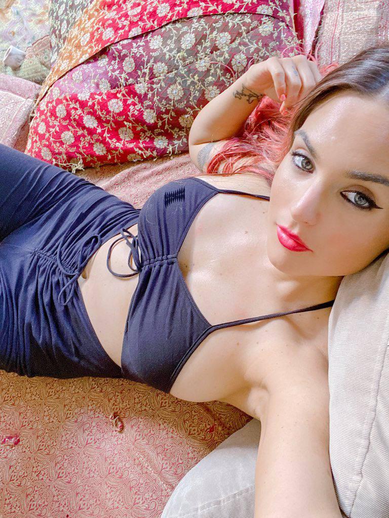 Jojo Sexy Breasts