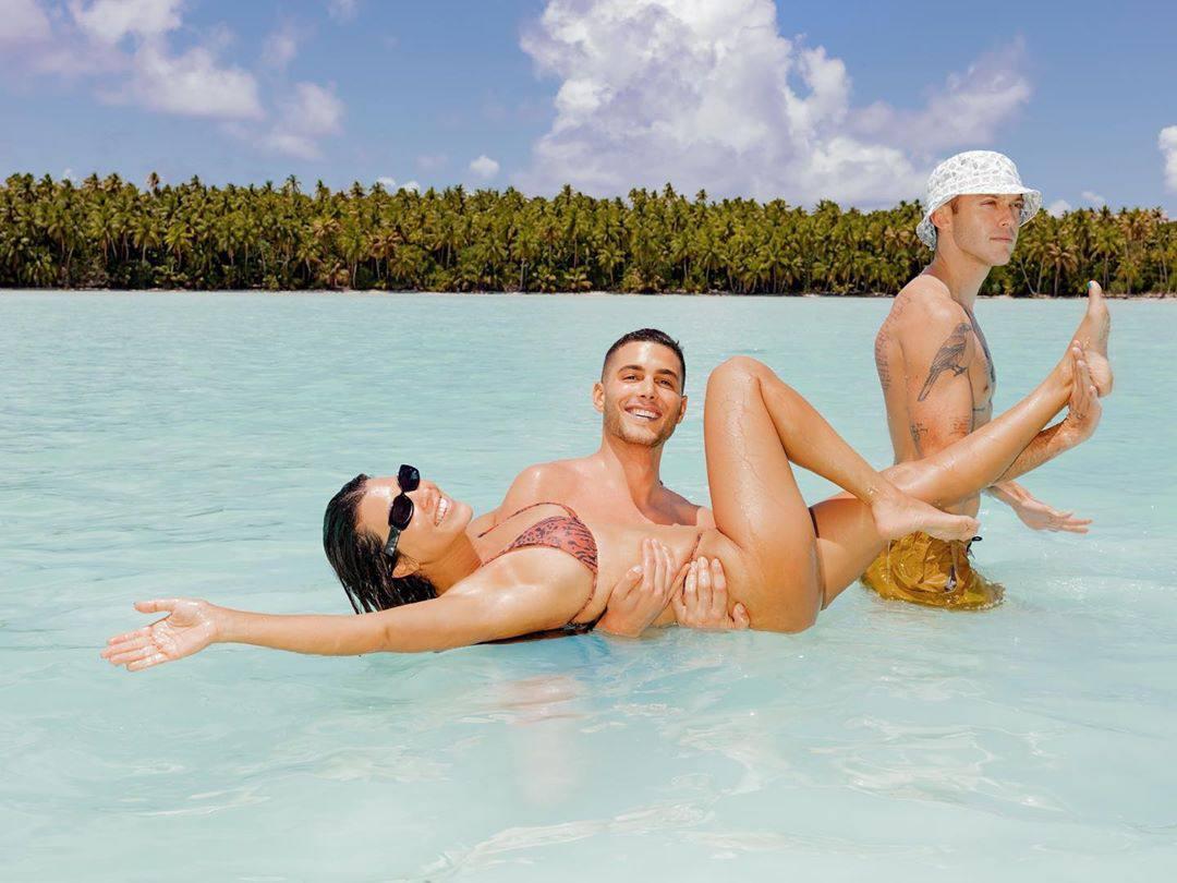 Kourtney Kardashian Hot Body In Bikini