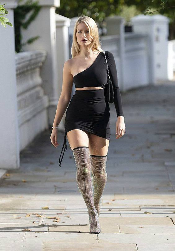 Lottie Moss Sexy Black Outfit