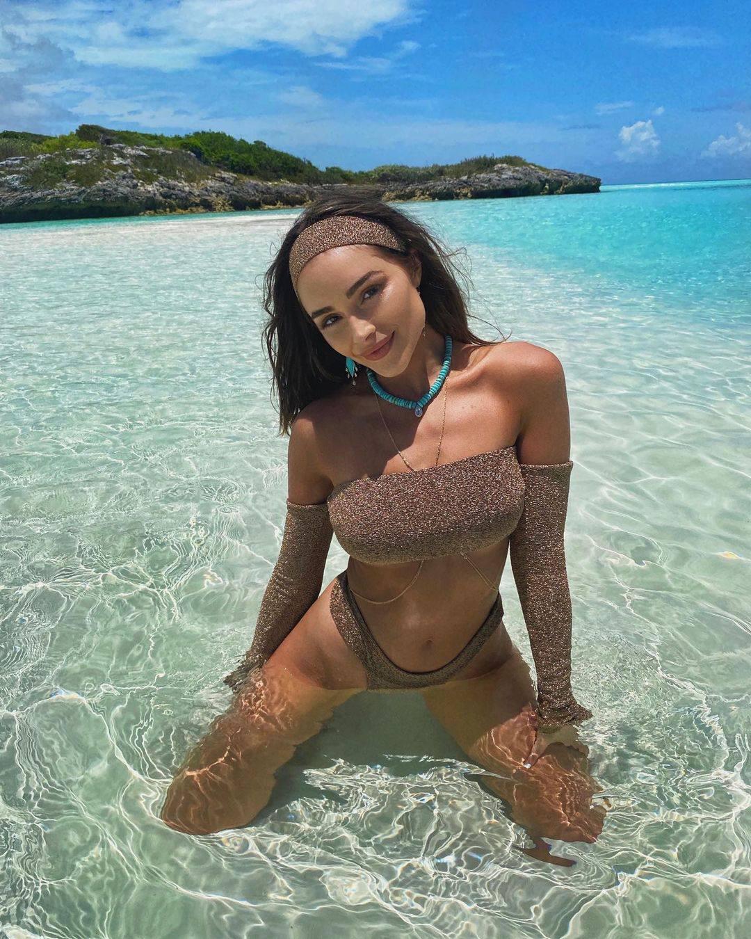 Olivia Culpo Hot In Bikini