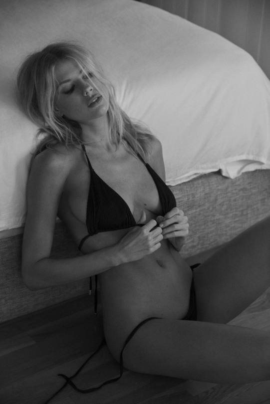 Charlotte Mckinney Naked