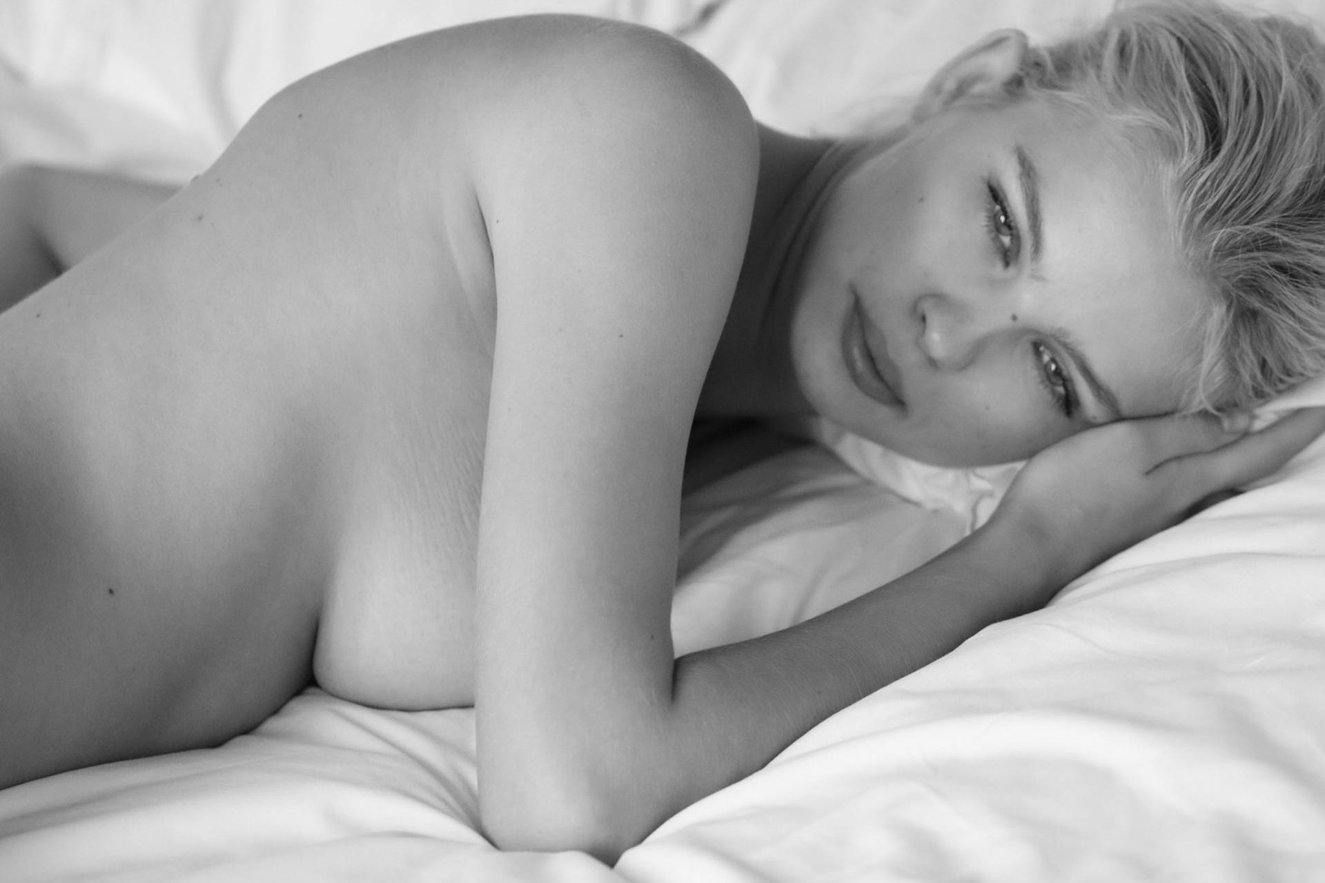 Julia Logacheva Naked Pics