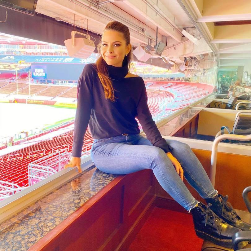 Maria Menounos Beautiful In Jeans