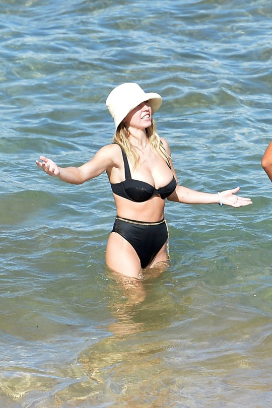 Sydney Sweeney Huge Boobs In Bikini