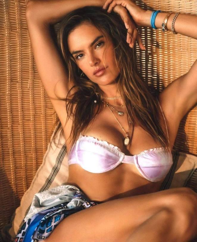Alessandra Ambrosio Sexy In Bra