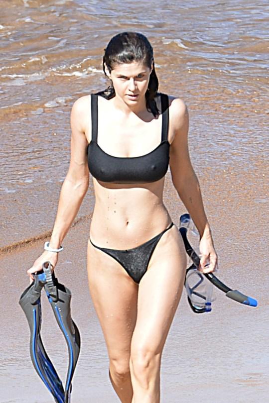 Alexandra Daddario Sexy In Black Bikini