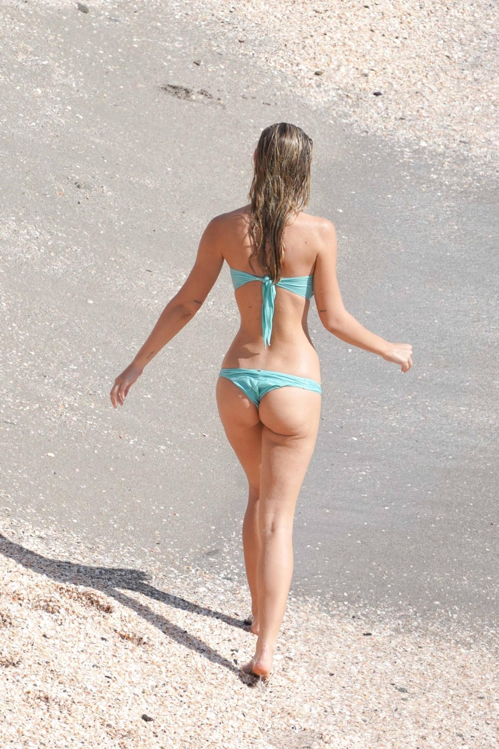 Alexis Ren Perfect Body