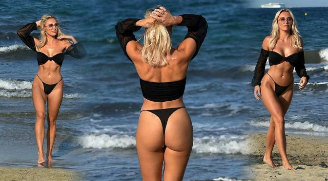 Amber Turner Sexy Ass And Boobs On Beach