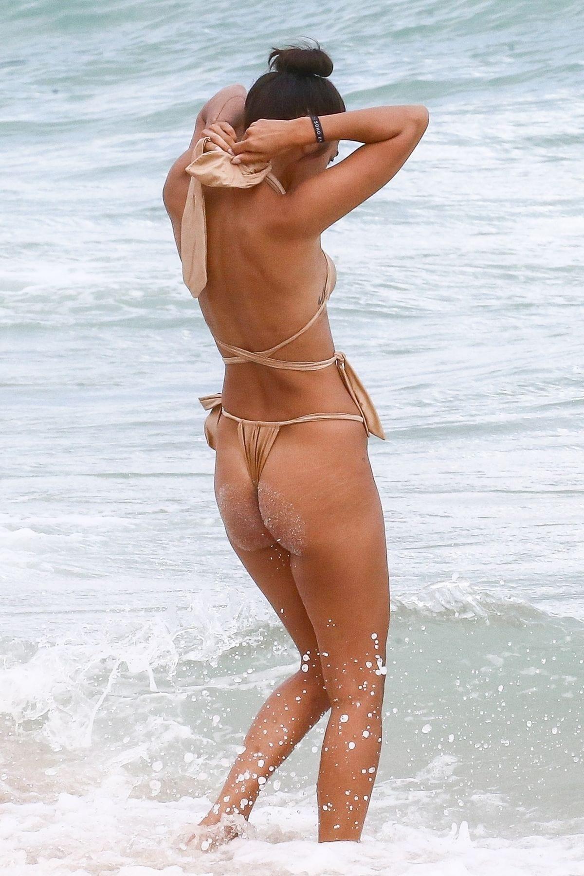 Ambra Gutierrez Sexy Body In Bikini