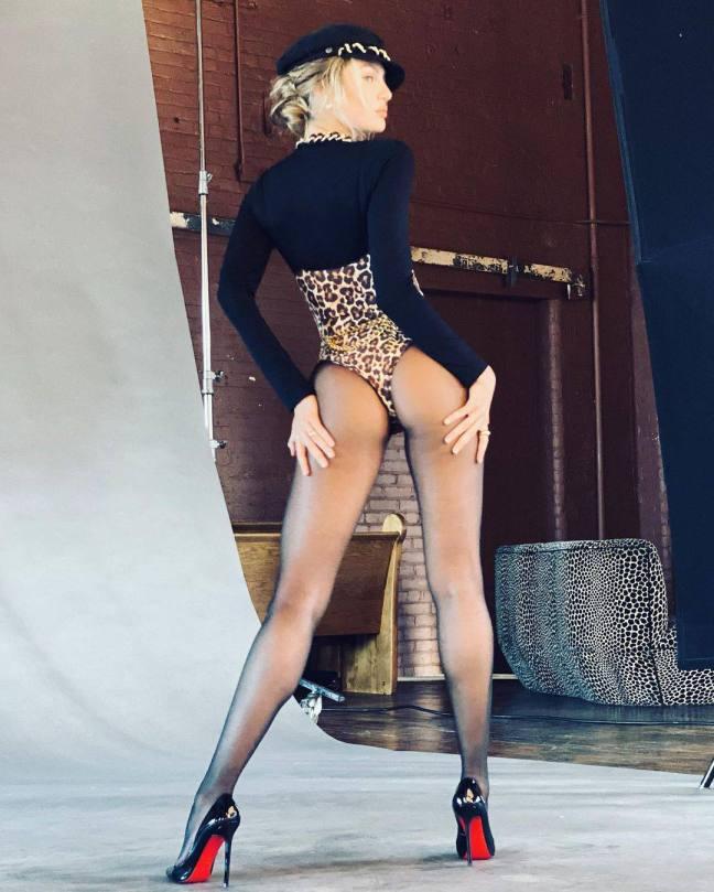 Candice Swanepoel Leggy