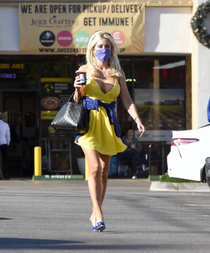 Holly Madison Sexy Upskirt
