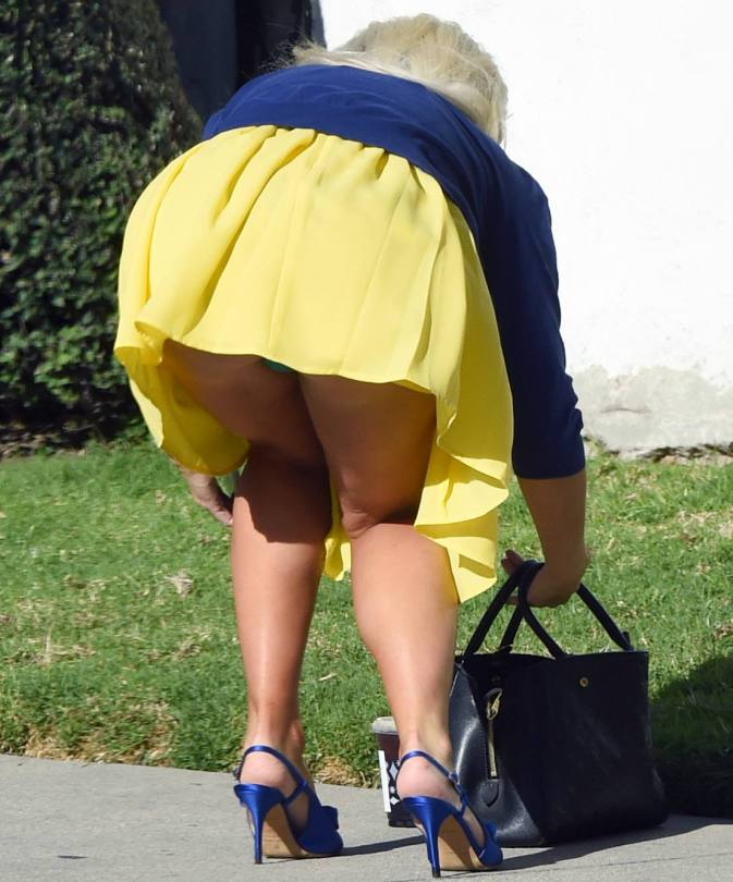 Holly Madison Sexy Upskirt