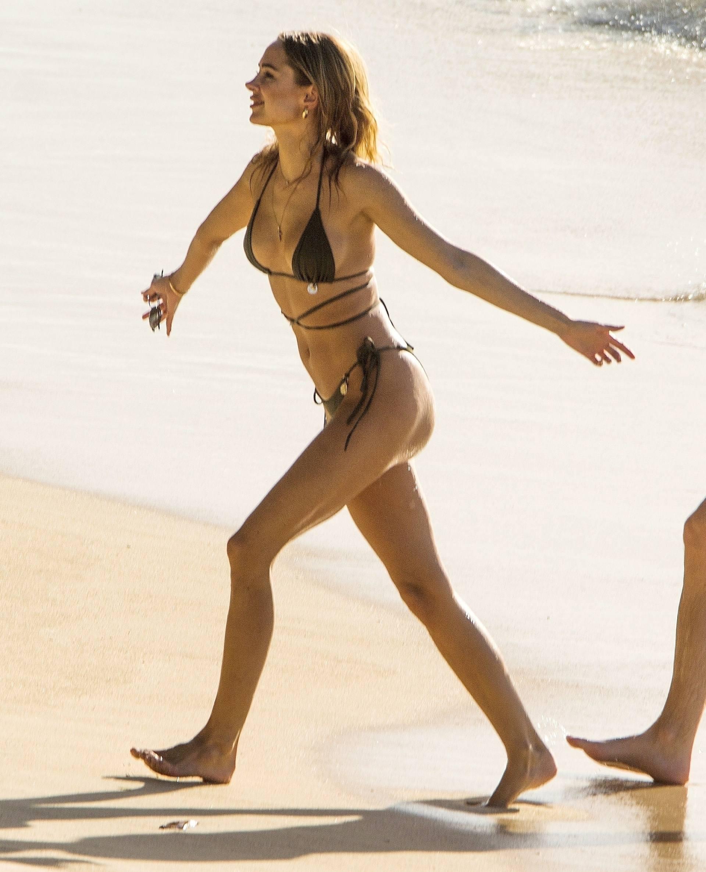 Kimberley Garner Sexy In Bikini