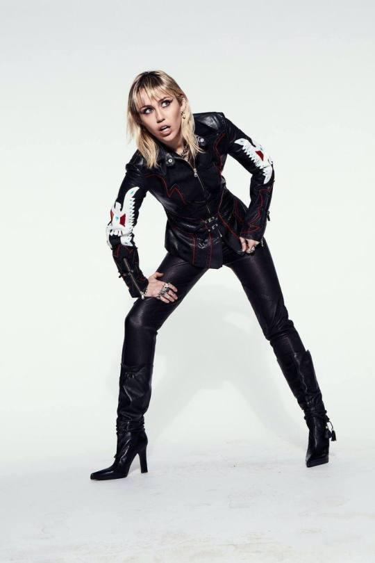 Miley Cyrus Sexy Body