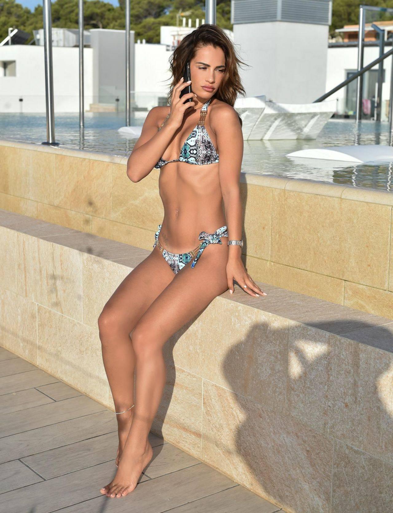 Nicole Bass Sexy In Bikini