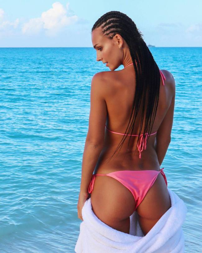 Rachel Cook Sexy Ass In Bikini