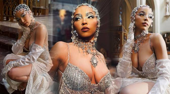 """Tinashe – Fantastic Boobs in a Sexy """"O Holy Night"""" Single Photoshoot"""