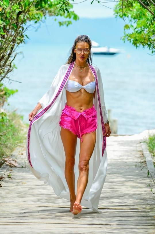 Alessandra Ambrosio Sexy Boobs