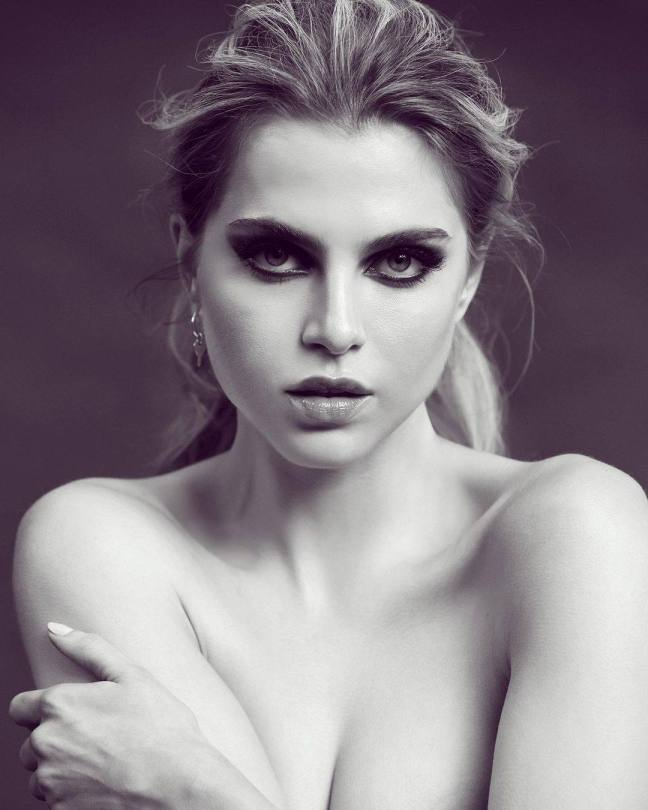 Anne Winters Sexy Body