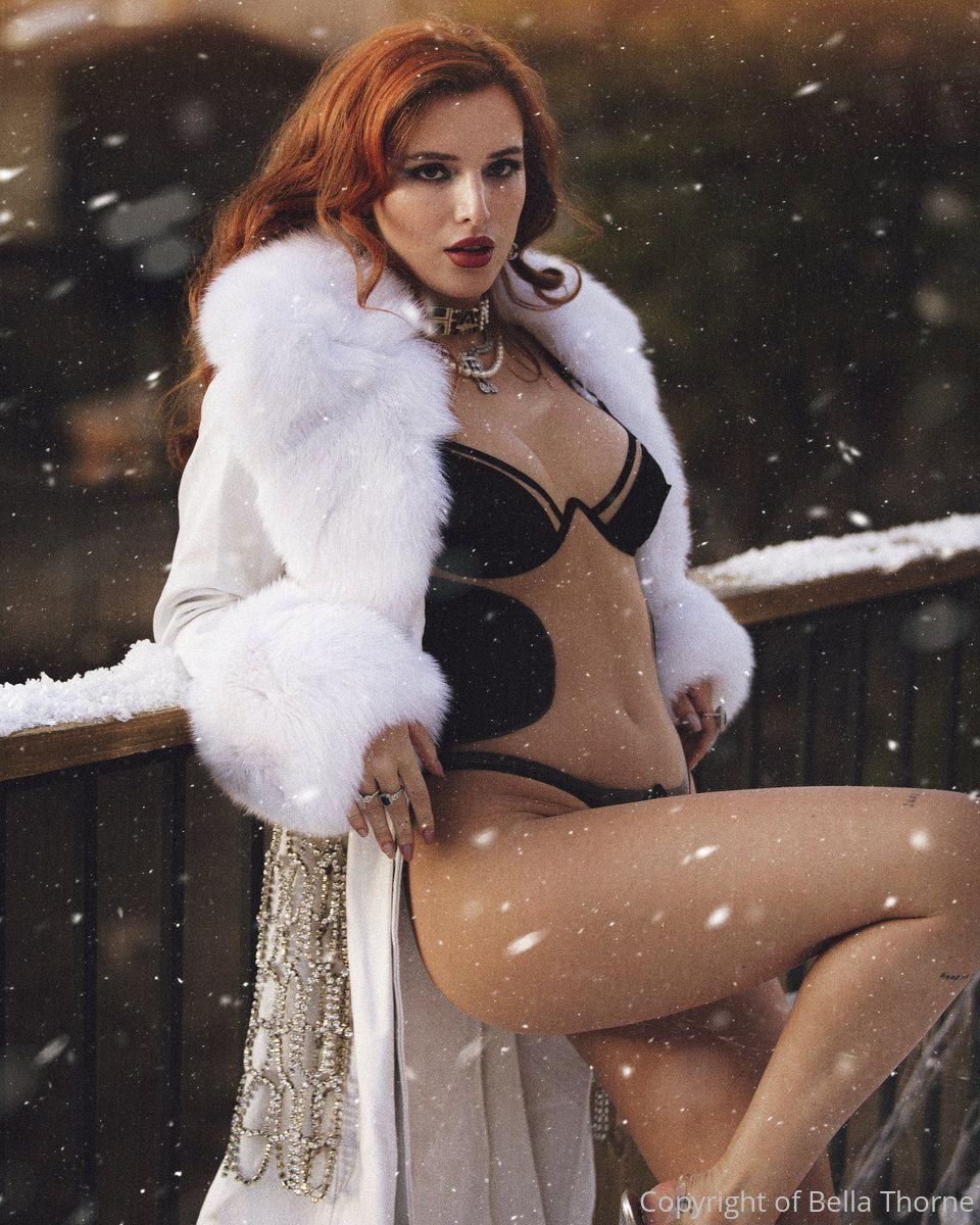 Bella Thorne Sexy In Bra