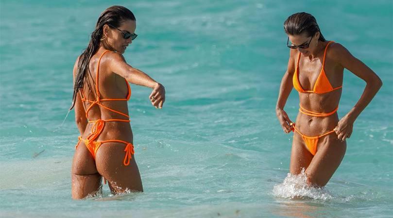 Izabel Goulart Hot Ass And Body In Bikini