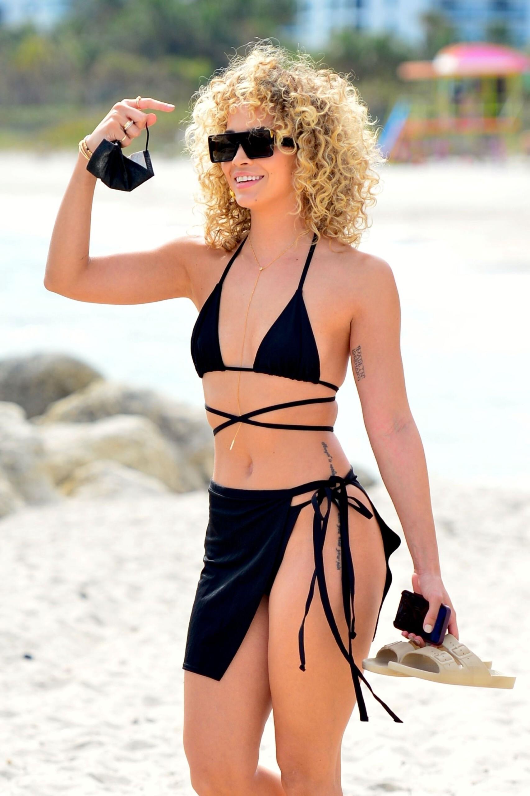 Jasmine Sanders Sexy On Beach