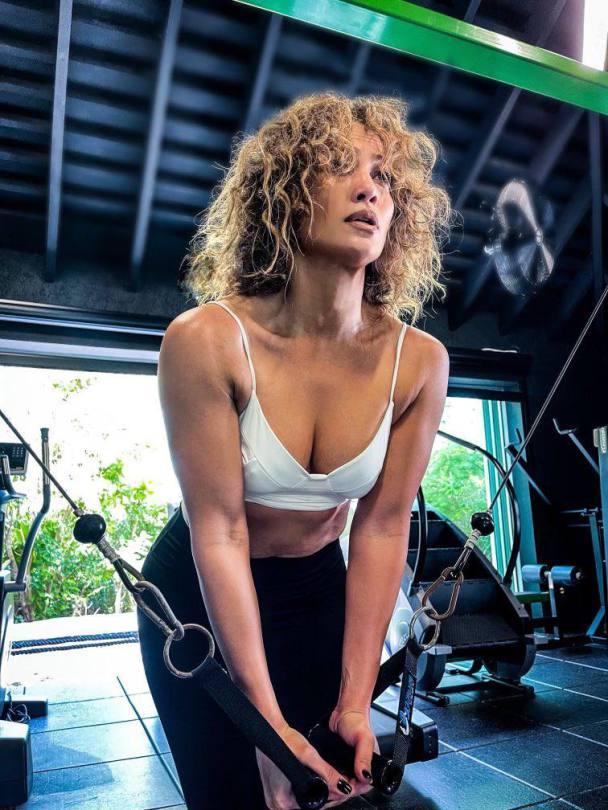 Jennifer Lopez Boobs In Gym