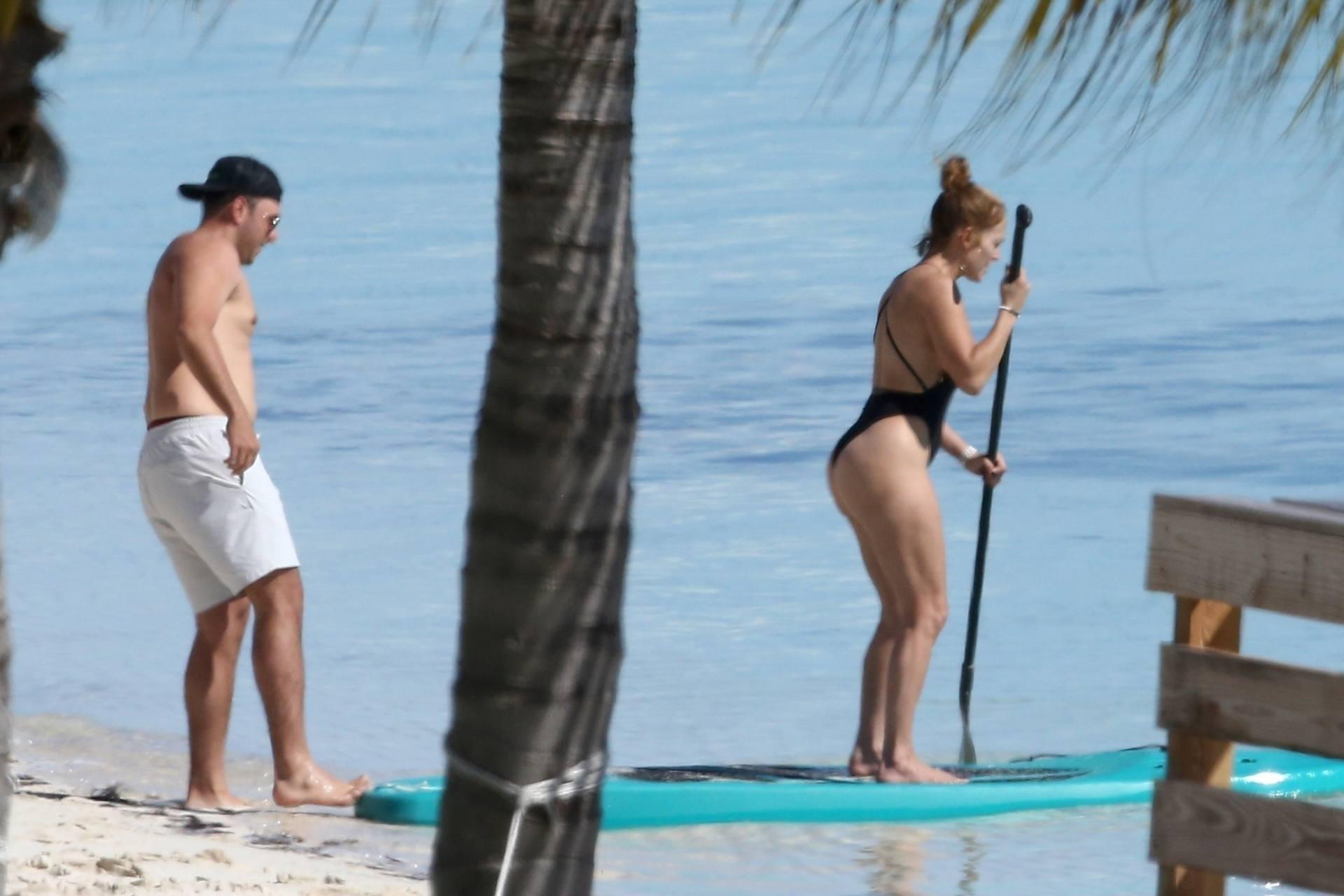Jennifer Lopez In Swimsuit