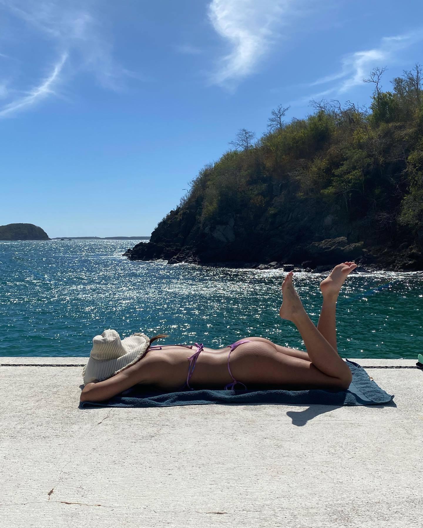 Olivia Munn Sexy Ass