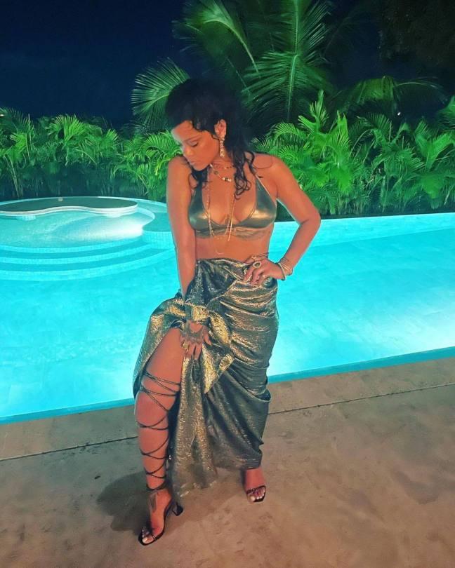 Rihanna Beautiful In Bikini Top