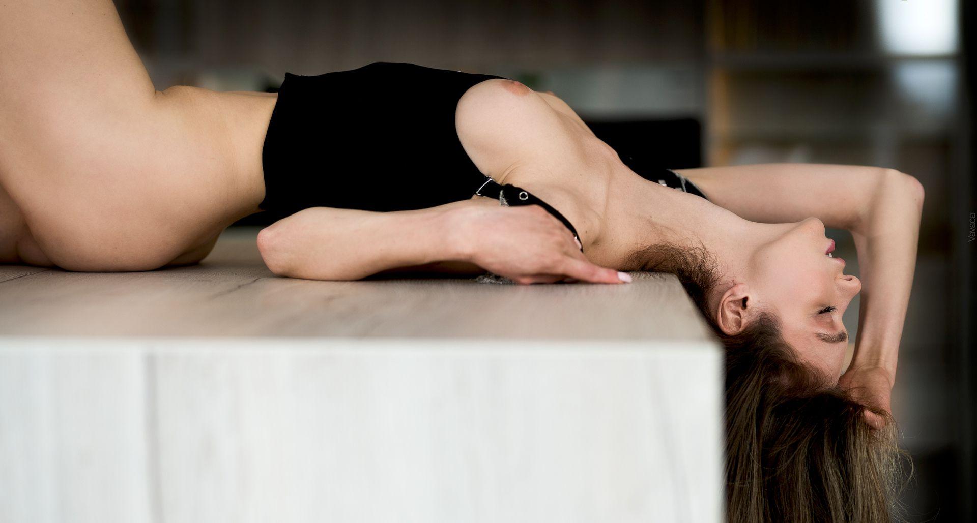 Anna Tsaralunga Sexy Naked Body