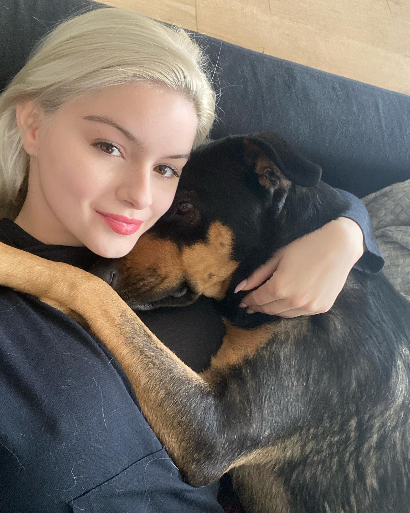 Ariel Winter Beautiful With Dog