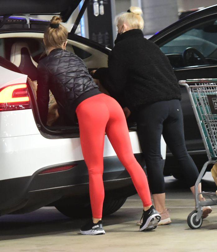Julianne Hough In Tight Leggings