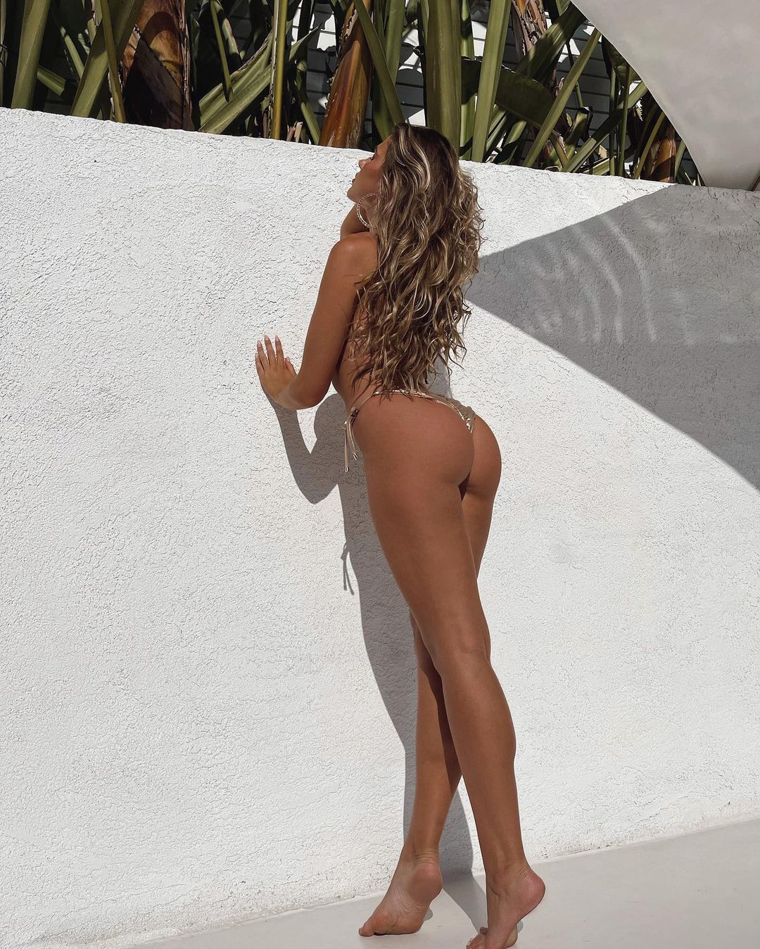 Kara Del Toro Beautiful Ass In Thong Bikiniz