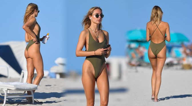 Kimberley Garner – Beautiful Ass in a Swimsuit on the Beach in Miami