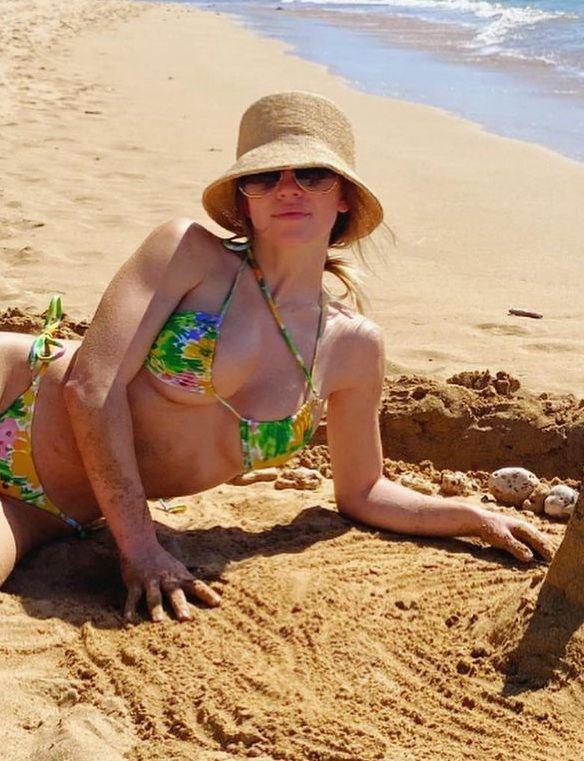 Sydney Sweeney Sexy In Bikini